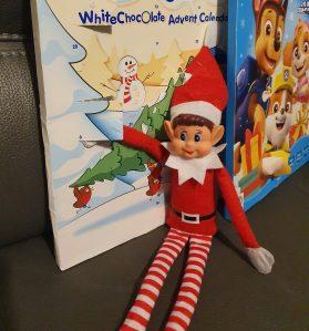 elf-on-the-shelf-eating-advent-chocolate